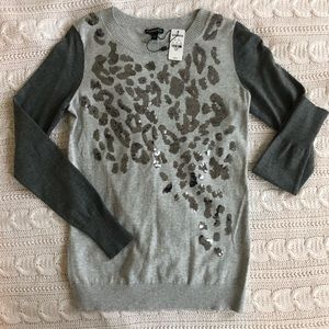 Grey sweater with sequin leopard pattern (small)